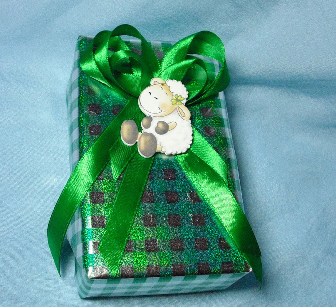 Бант на подарок из атласной ленты фото