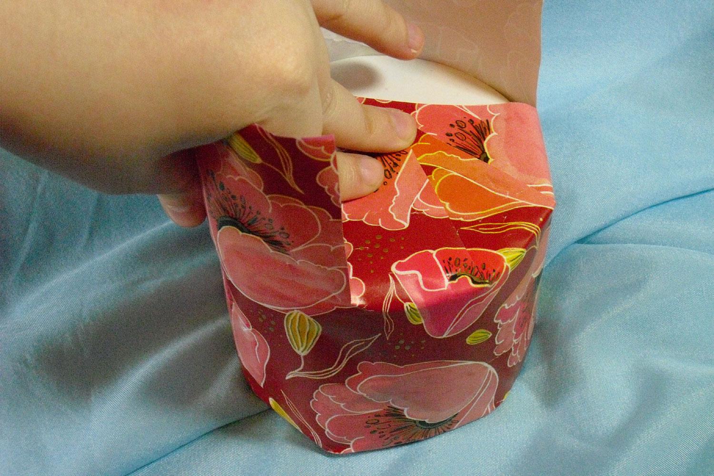 Упаковка подарка цилиндрической формы 20