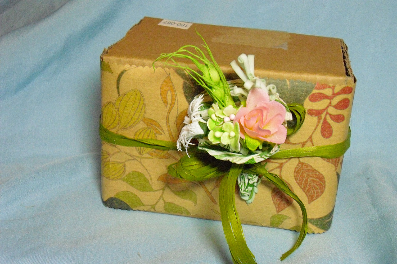 Как можно украсить подарочную коробку своими руками 61